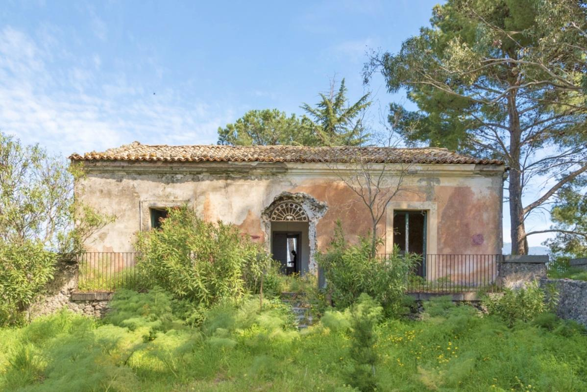 Country Estate To Renovate In Sicily Ref Prmx 4523 Castiglione Di Sicilia Sicily Italian Holiday Homes And Investment Property For Sale