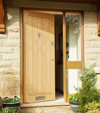 External Dordogne Oak Door | Howdens Joinery