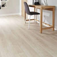 Light Oak Laminate Flooring | Howdens Joinery
