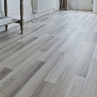 Professional Light Grey Oak laminate flooring | Howdens ...