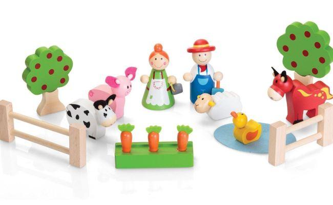 Gisela Graham Wooden Carry Barn Farm Farmhouse Play Set