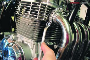 Honda CB750K2 rebuild, refitting exhaust headers