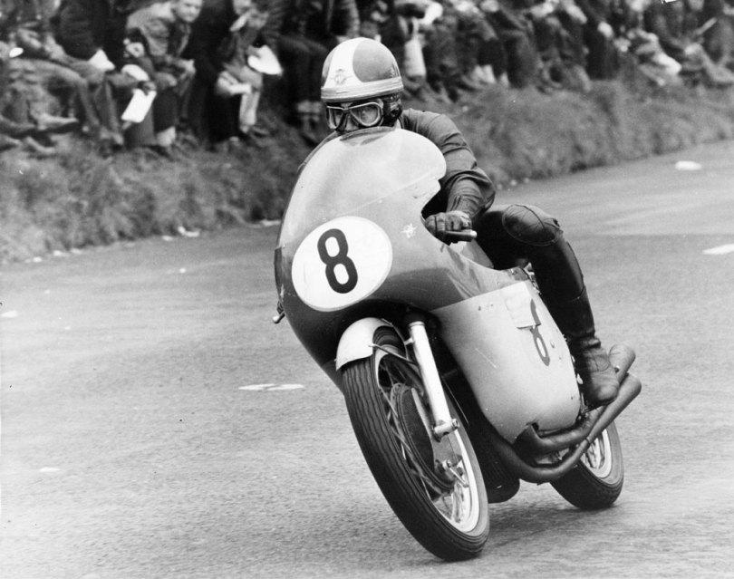 Senior TT 1965, first lap Giacomo Agostini on the works MV Agusta at the Creg