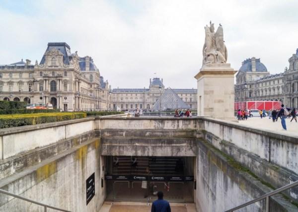 French King' Castle - Mus Du Louvre 'bon Paris