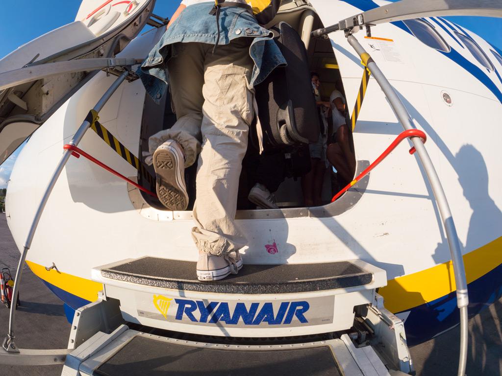 Фото: Самолет Ryanair готовится к отъезду