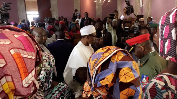 buhari-meets-chibok-girls1