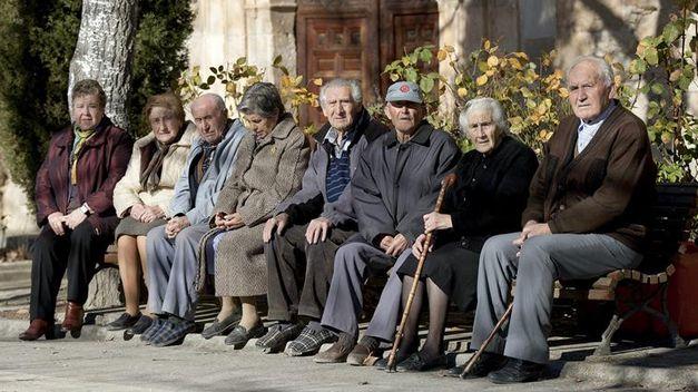 Resultado de imagen de pensionistas imagenes