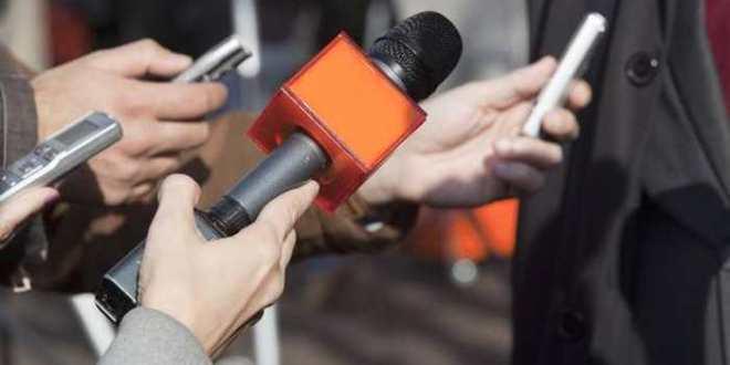 Algérie : le ministre de la Communication encourage les journalistes à traîner leur patron en justice