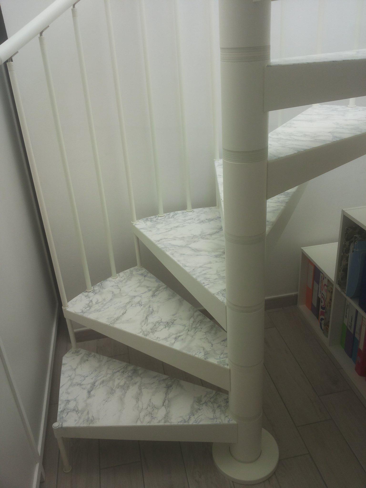 Rivestire in legno bianco i gradini di una scala a chiocciola  Instapro