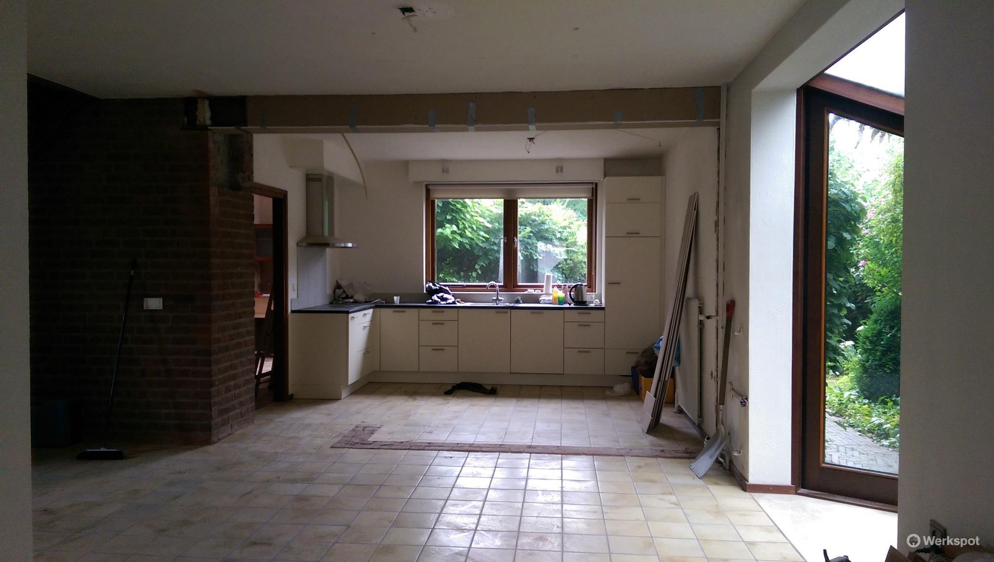 Dragende muur tussen woonkamer en keuken weghalen en