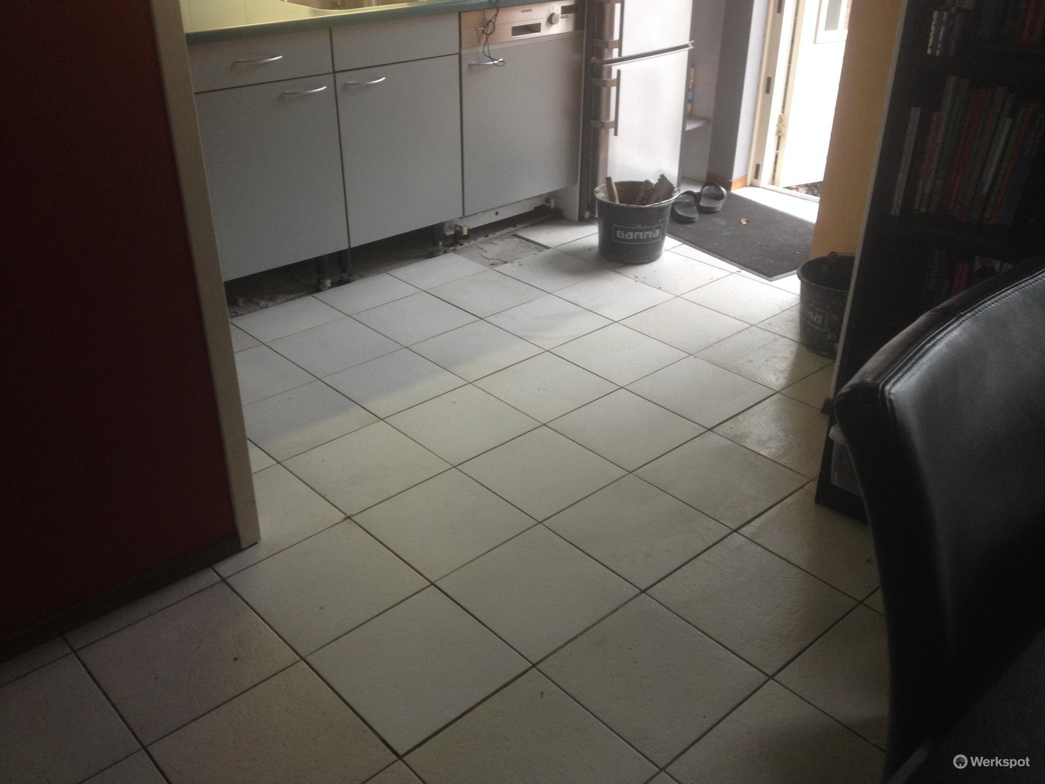 Te plaatsen tegels in bestaande vloer losse tegels zijn