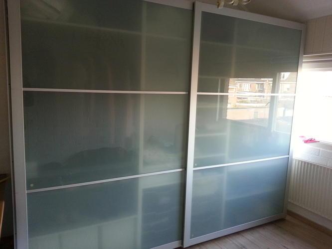 demonteren van Ikea garderobekast met glazen schuifdeuren