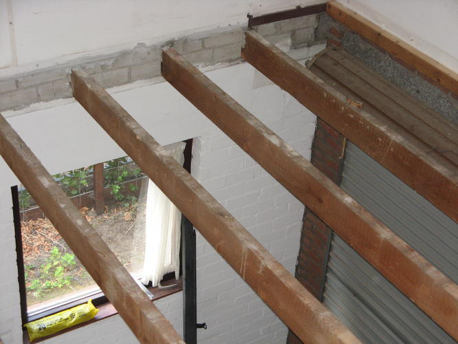 Verhogen houten balken voor plafond  Werkspot