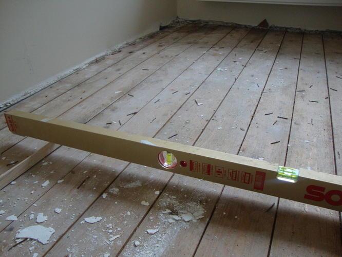 waterpas maken houten balkenconstructie vloer  Werkspot
