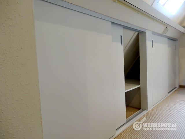 Maken van schuifdeurwand onder schuin dak  Werkspot