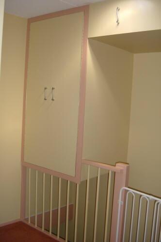 Het maken van kasten op zolder boven de trap en onder