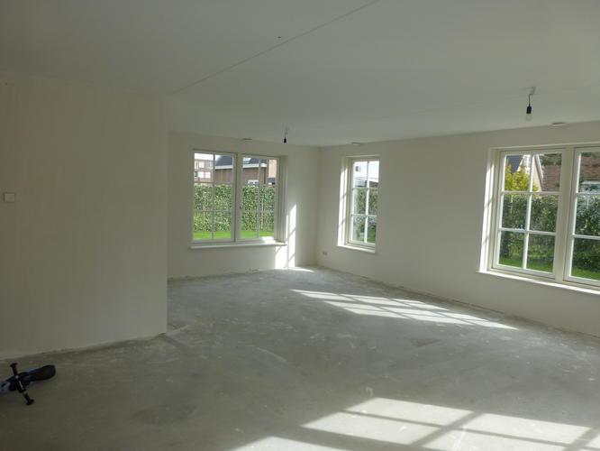 Wanden en plafonds heel huis verfspuiten oktober  Werkspot