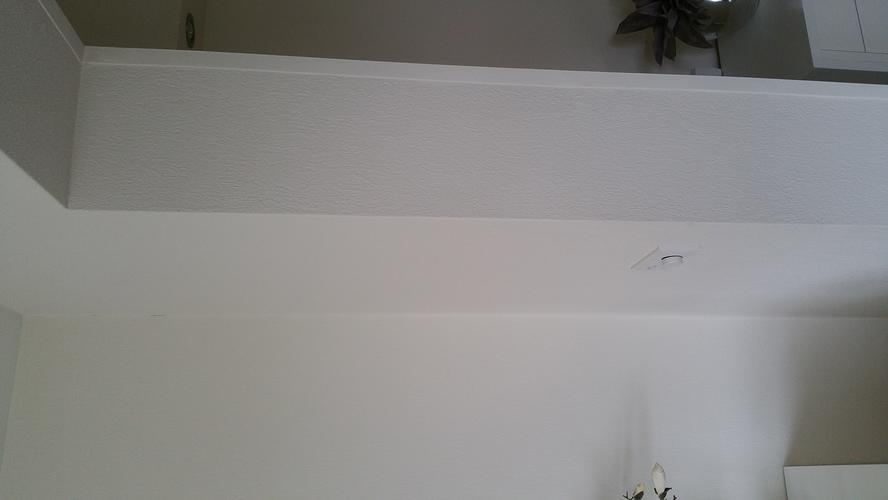 Wanden woonkamer afwerken met glad stucwerk of fijn
