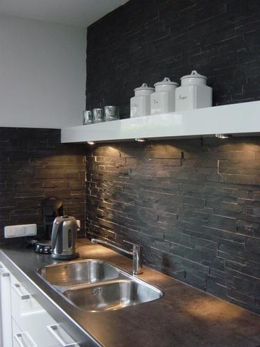 Keuken wand afwerken met steenstrips  Werkspot