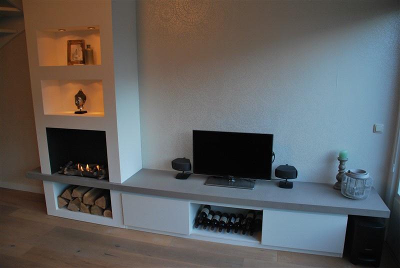 TVmeubel inclusief wand met vakken en ruimte voor nep