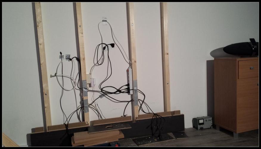 Achterwand waar televisie aan kan hangen met meubel  Werkspot
