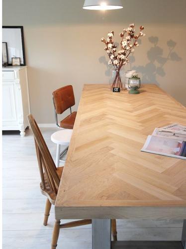 Eikenhouten tafel maken met visgraat inleg en stalen poot