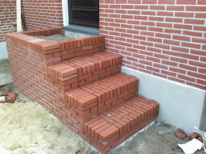 Nieuwe trap bij voordeur metselen  Werkspot