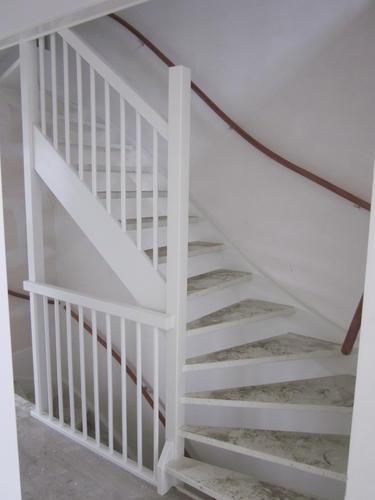 Schilderen houten trappen  traphekken nieuwbouw  Werkspot