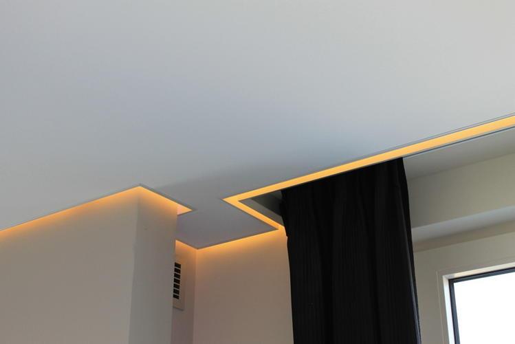 Plafond verlagen met Spanplafond en koof rondom de