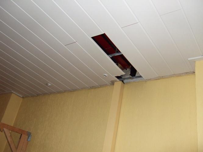 Plafond plinten en stuk plafond laminaat bevestigen  Werkspot