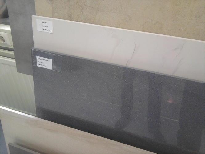 Vloertegels plaatsen in woonkamer  Werkspot