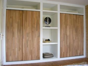 Kastenwand wit met deuren van hout  Werkspot