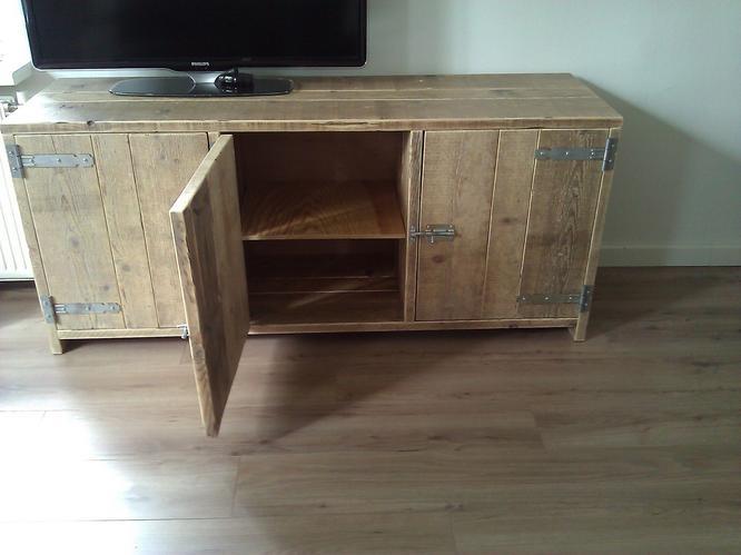 Steigerhouten dressoir tafel en bankje  Werkspot