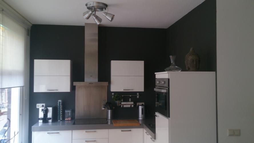 Schilderen woonkamer en keuken 1 muur behang verwijderen