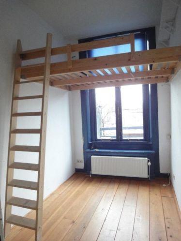 Maken van een hoogslaper in een slaapkamer geplaatst