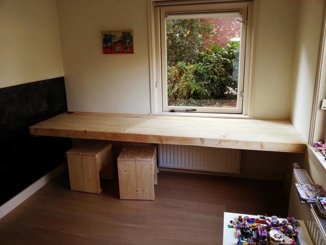 een zwevend bureau op maat maken en monteren  Werkspot