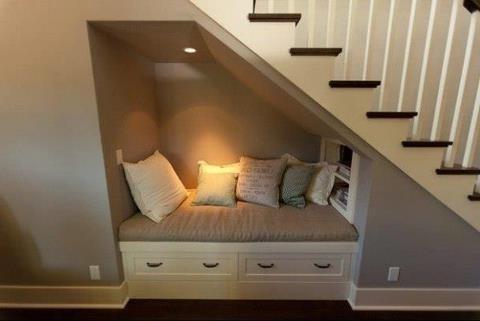 Trap vervangen muur verplaatsen inbouwkasten onder trap