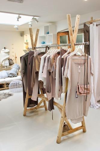 Houten kledingrek maken slaapkamer  Werkspot