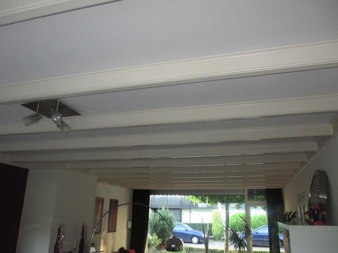 Schilderen balkenplafond woonkamer en keuken  Werkspot