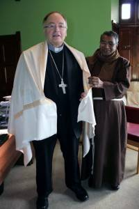 Father Sunil gives Bishop Stephen gift of a traditional Kashmiri Shaw