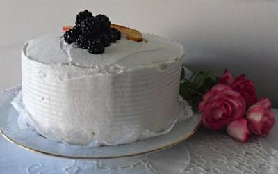 Böğürtlenli ve Şeftalili Yaş Pasta