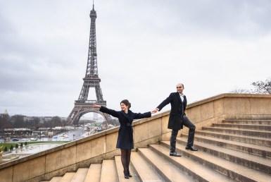 Paris Eiffel tower couple photographer