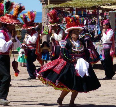 taquile - Femmes dansantes