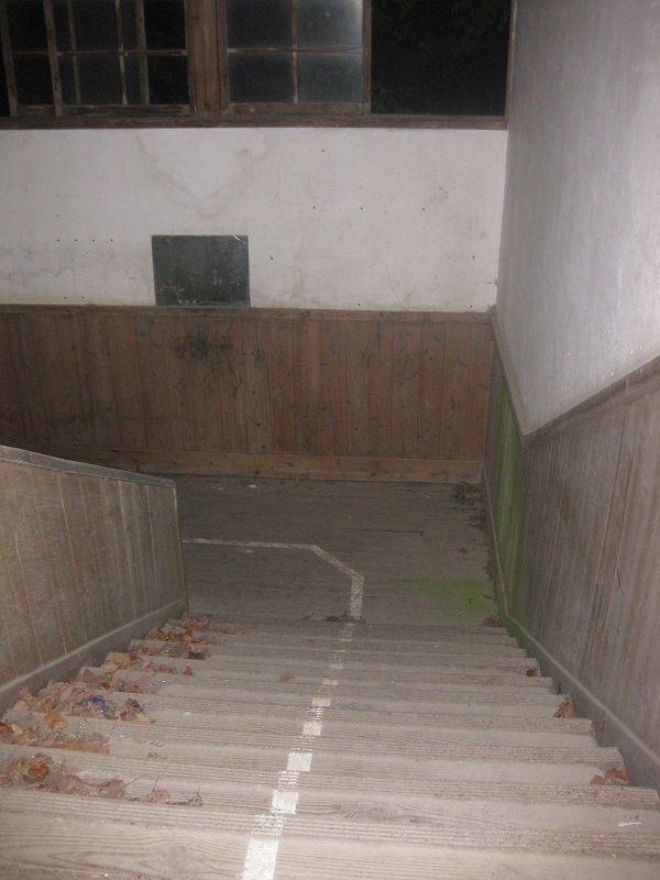 「不要隨便數樓梯有幾階。否則……」日本七大不可思議校園傳說   假鬼假怪、校園、傳說、怪談、鬼故事 ...