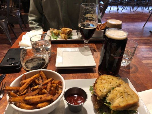 Hungry Brew Hops Opening Times in Newmarket, ON