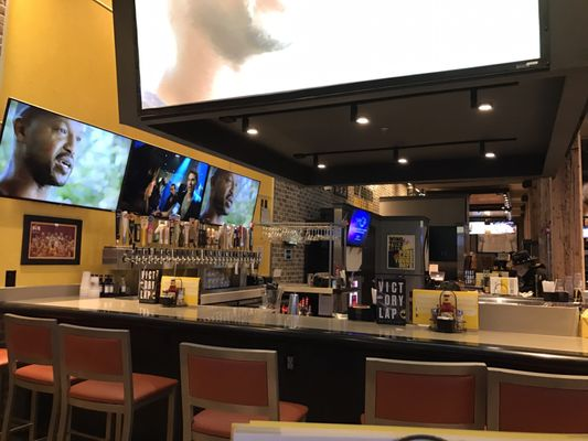 Buffalo Wild Wings Opening Times in Cleveland, OH