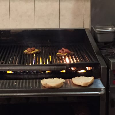 C & Dubbs Hamburgers Opening Times in Mississauga, ON