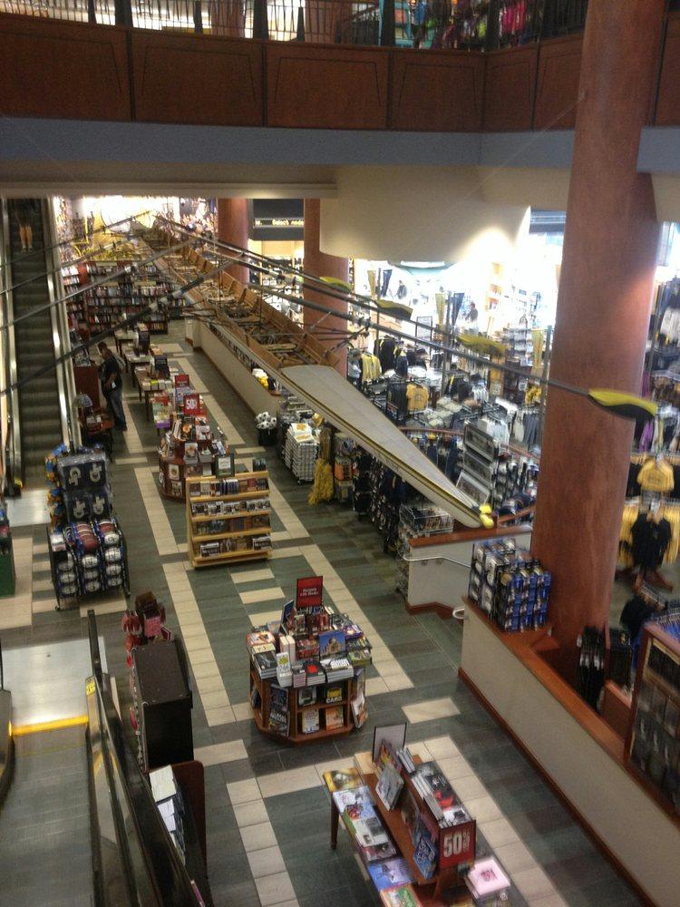Book Store in Alpharetta, GA   Barnes & Noble