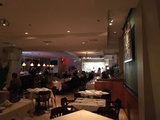 Taverne Sur Le Square Opening Times in Westmount, QC