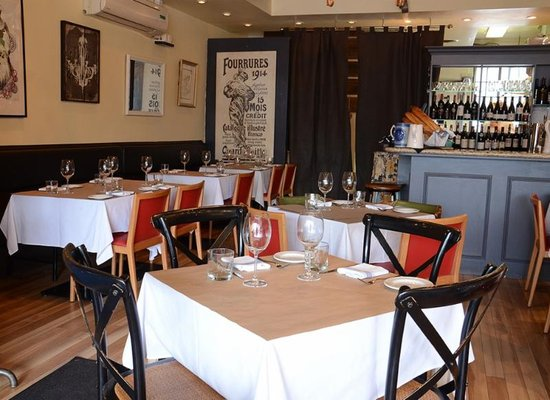 L'Avenue Bistro Opening Times in Toronto, ON